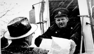 Vognstyrer Helge Prehn i sin linje 6. Foto Privat